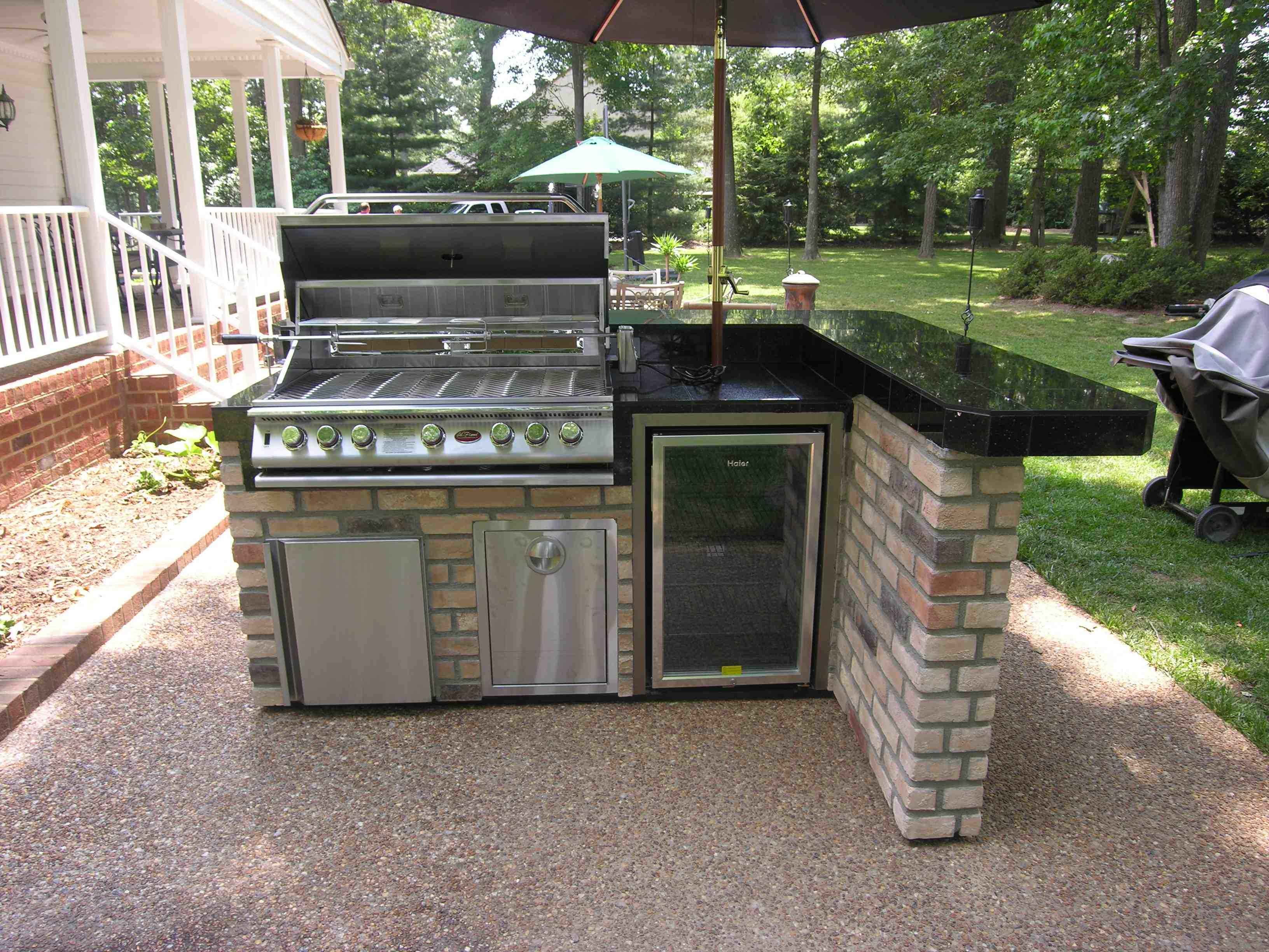 simple-small-outdoor-kitchen-ideas-designs-also-black-tile-countertop-plus-stainless-steel-gas-grill-with-green-garden-idea